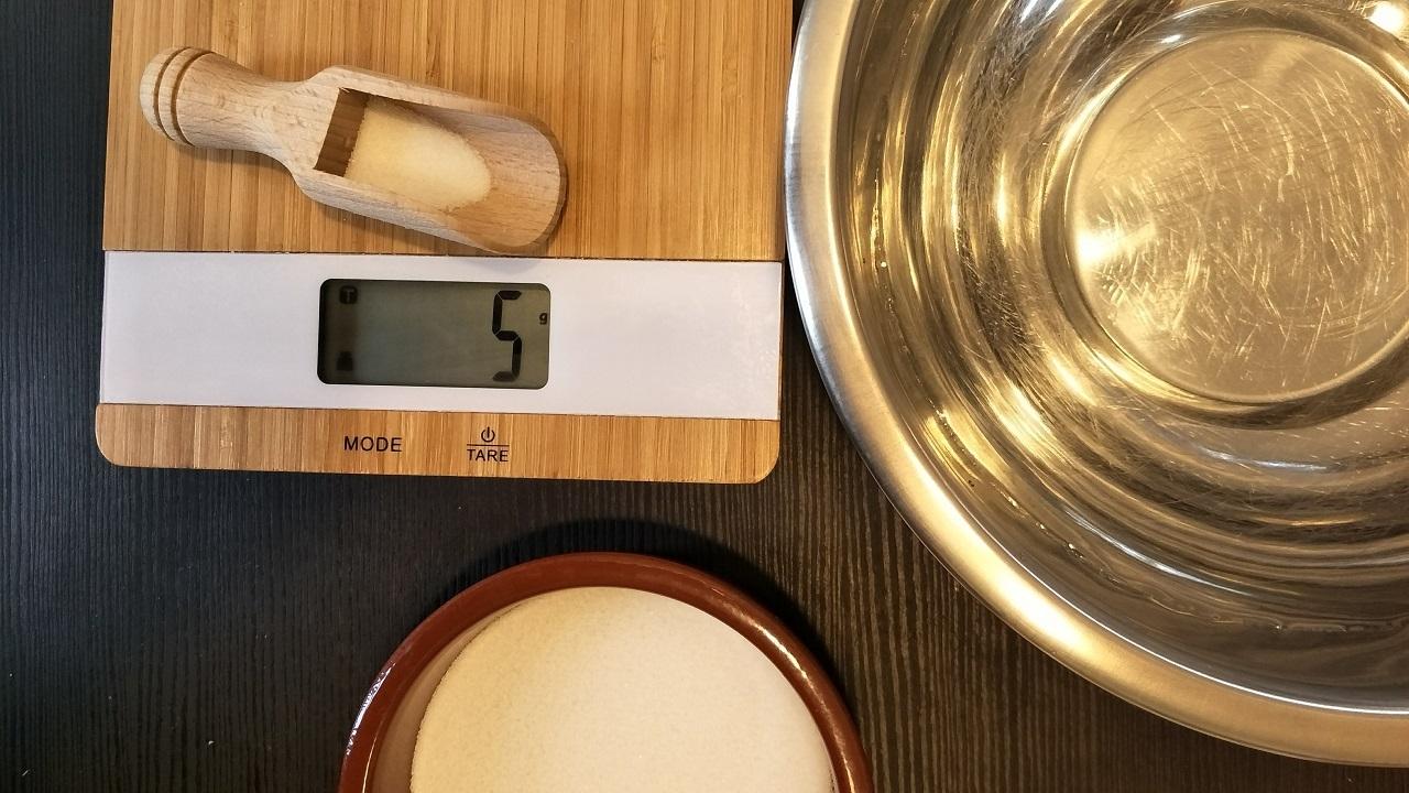 Kochsalzlösung: 5 g Salz pro 500 ml Wasser