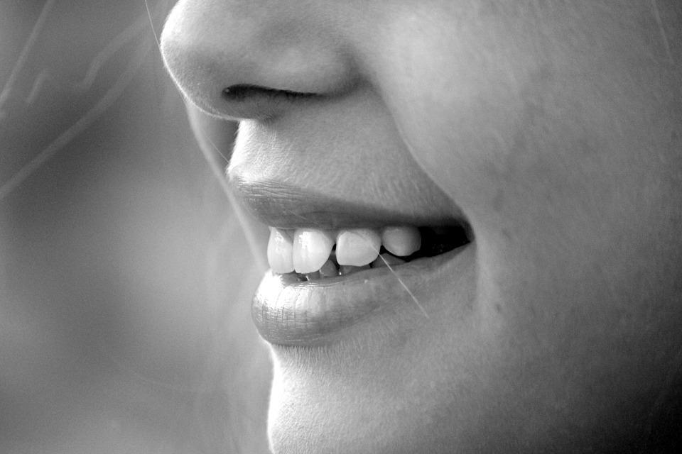 Mit diesen Hausmitteln wird dein Zahnfleisch wieder gesund.