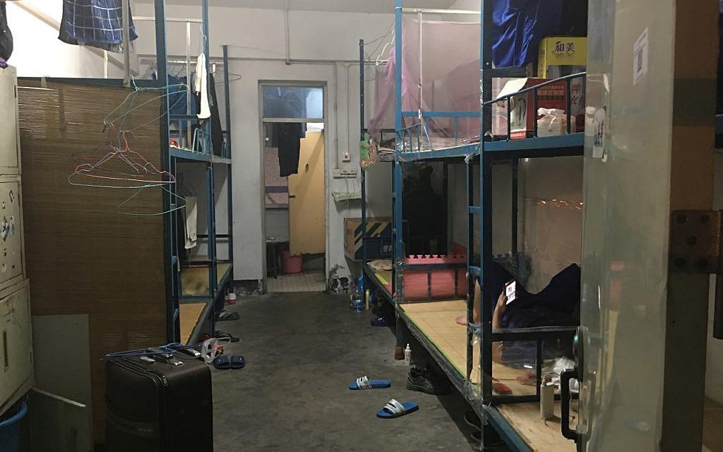 Spielzeug Produktion in China Schlafraum Fabrik Unterkunft für 9 ArbeiterInnen