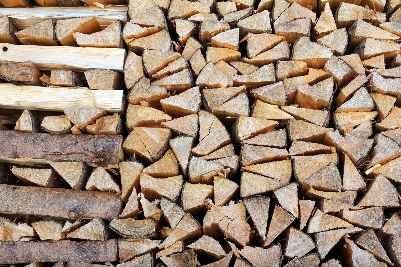 brennholz richtig lagern das solltest du bei der trocknung beachten. Black Bedroom Furniture Sets. Home Design Ideas