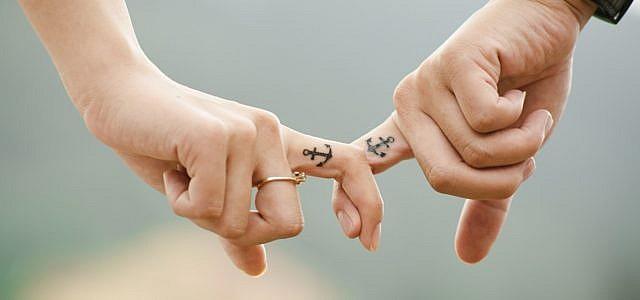 sich haltende Hände