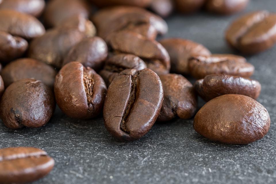 Zuviel Koffein kann negative Folgen für dein Ungeborenes haben.