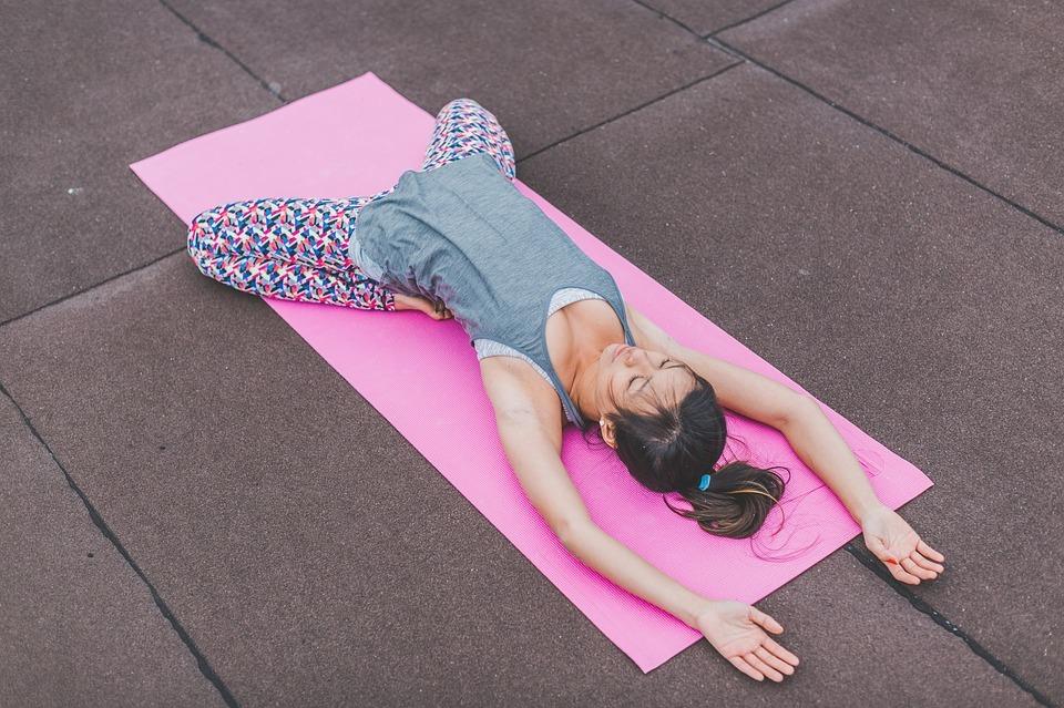 Die perfekte Yogakleidung macht jede Bewegung mit.