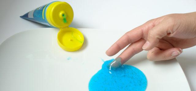 In vielen Kosmetik-Produkten steckt Mikroplastik.