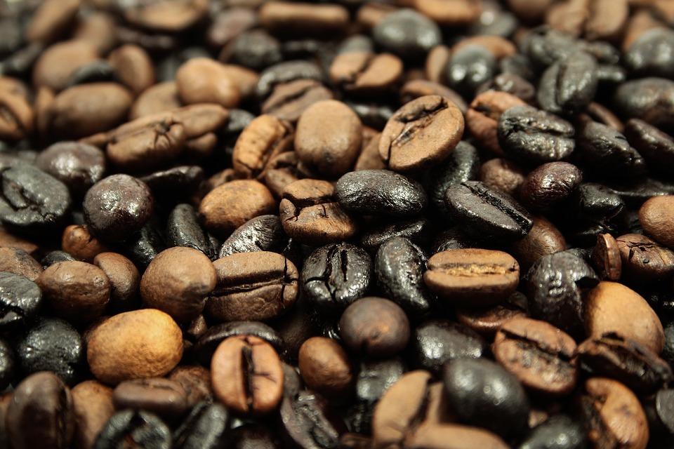 Kaffeesorten unterscheiden sich vor allem in ihren Herstellungsverfahren und Anbaubedingungen.