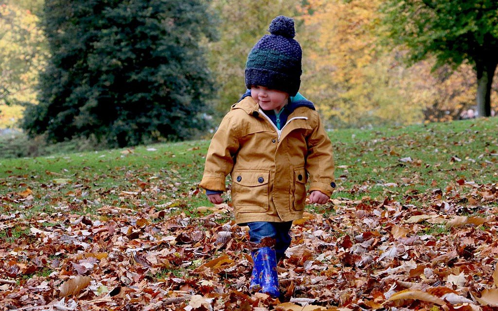 Kinder beschäftigen: draußen spielen