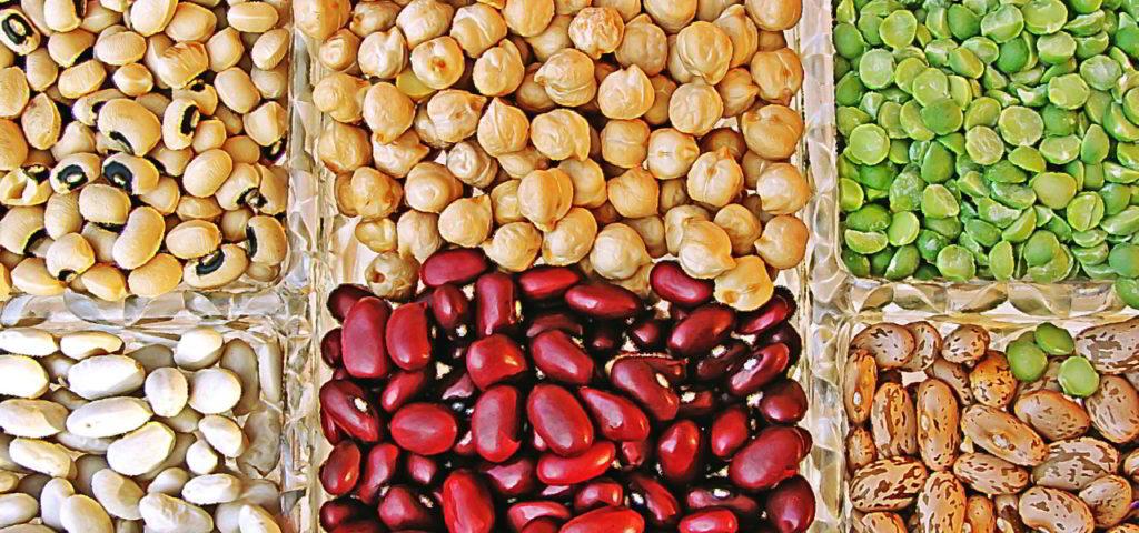 Low-Carb-Diät: Hülsenfrüchte wie Bohnen, Erbsen, Linsen und Kichererbsen liefern Eiweiß bei vergleichsweise wenig Kohlenhydraten (bei No-Carb wären sie nicht erlaubt)