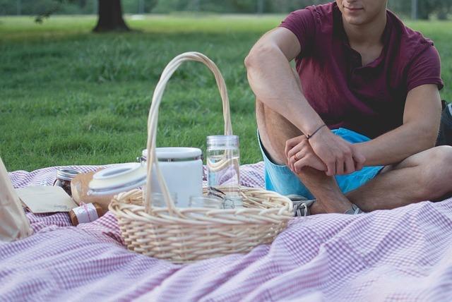 Schenke Zeit zum Beispiel in Form eines Picknicks im Grünen.