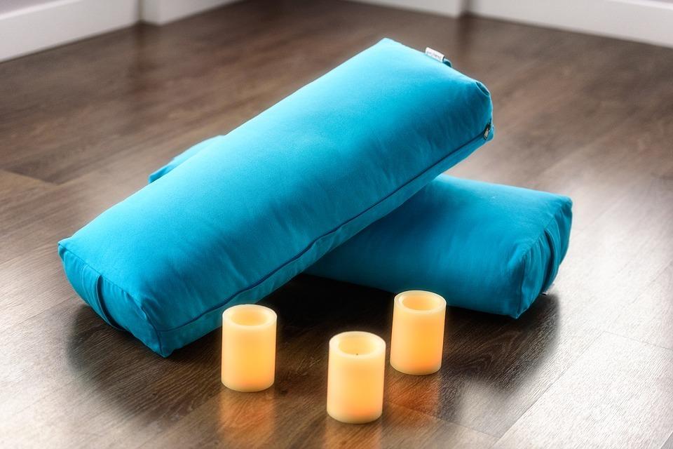 Yoga Zubehör: Tiefenentspannung mit der Yogarolle