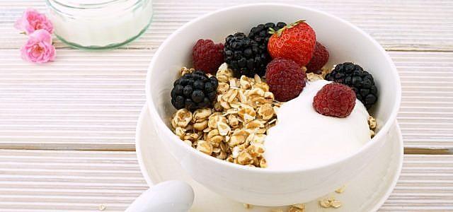 Frühstück mit magnesiumhaltgen Lebensmitteln