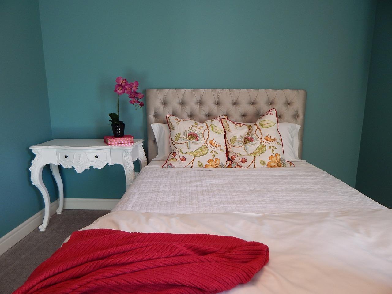 Welche Farben Für Guten Schlaf Sorgen. Grün Vermittelt Naturverbundenheit  Und Funktioniert Gut In Kombination Mit Holzmöbeln.