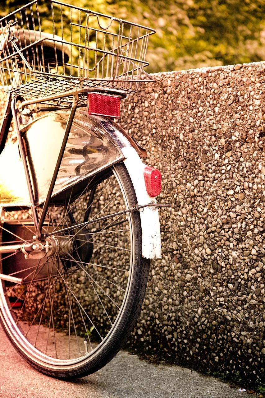 fahrradbeleuchtung das musst du zum licht am fahrrad und. Black Bedroom Furniture Sets. Home Design Ideas