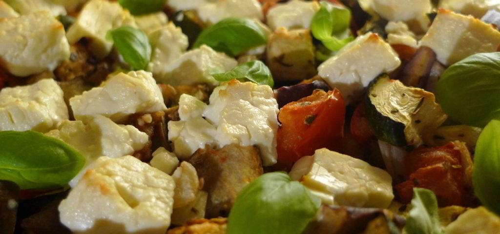 Low-Carb-Rezept am Mittag: mediterraner Grillkäseauflauf