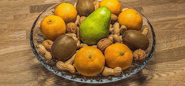 Obst und Nüsse für den Stoffwechsel