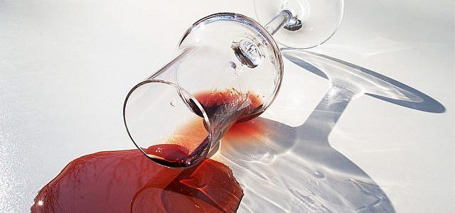 Rotweinflecken entfernen