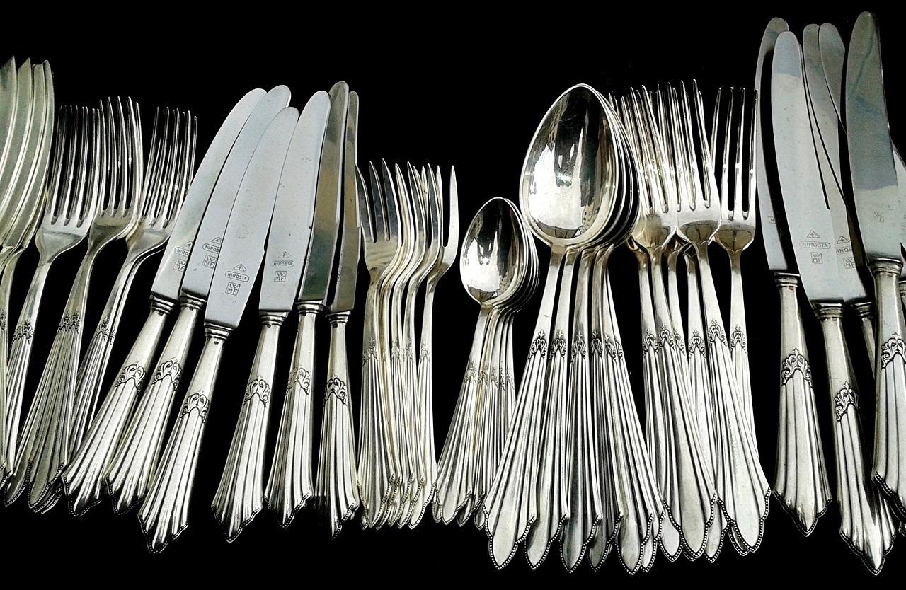 Wie Reinigt Silber silber reinigen besteck und mit hausmitteln putzen utopia de