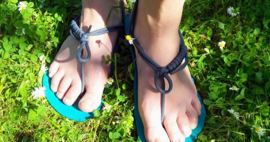 Die Tarasoles sind Hurache-Sandalen wahlweise mit Leder- oder Walnuss-Sohle.