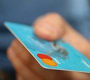 Bargeldlos bezahlen zum Beispiel mit Kreditkarte