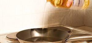 Beim Kochen lassen sich Fettflecken kaum vermeiden
