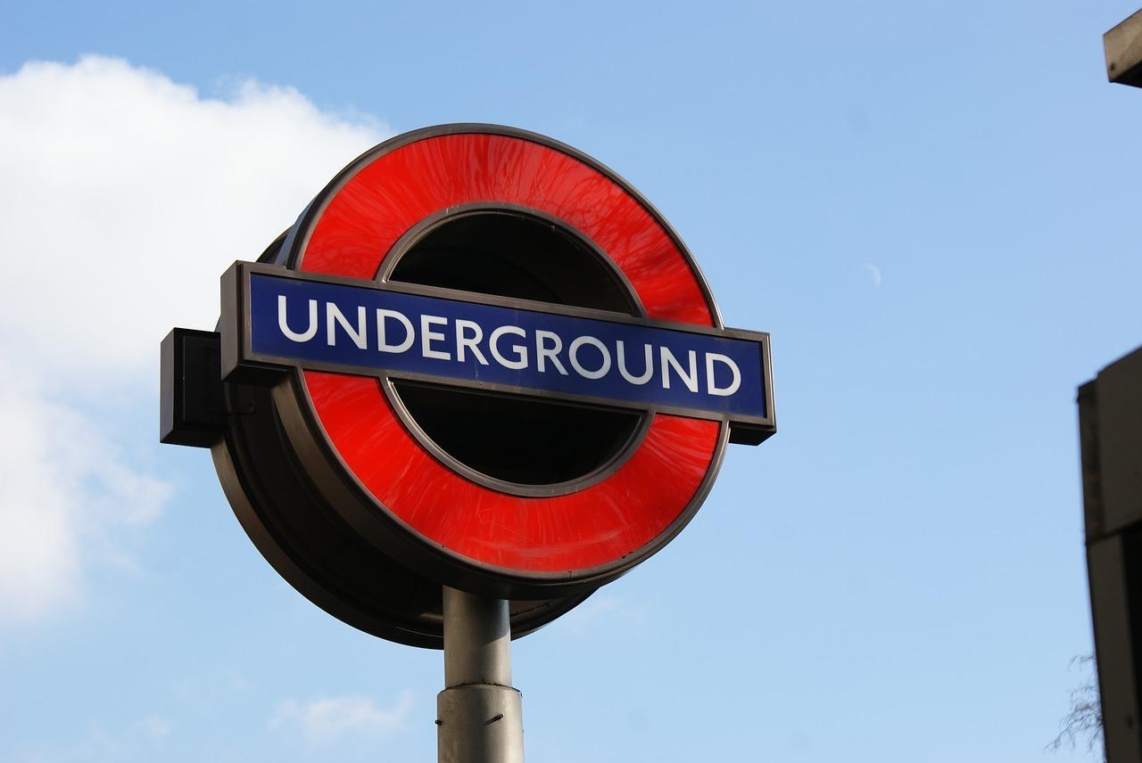 CO2 kann mit öffentlichen Verkehrsmitteln eingespart werden.