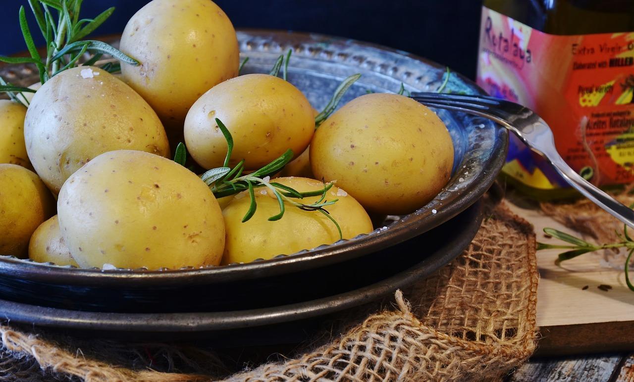 rohe kartoffeln essen giftig oder ungef hrlich. Black Bedroom Furniture Sets. Home Design Ideas