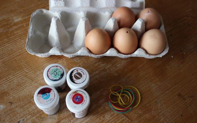 Ostereier Gestalten ostereier gestalten der deko trick mit dem gummiband