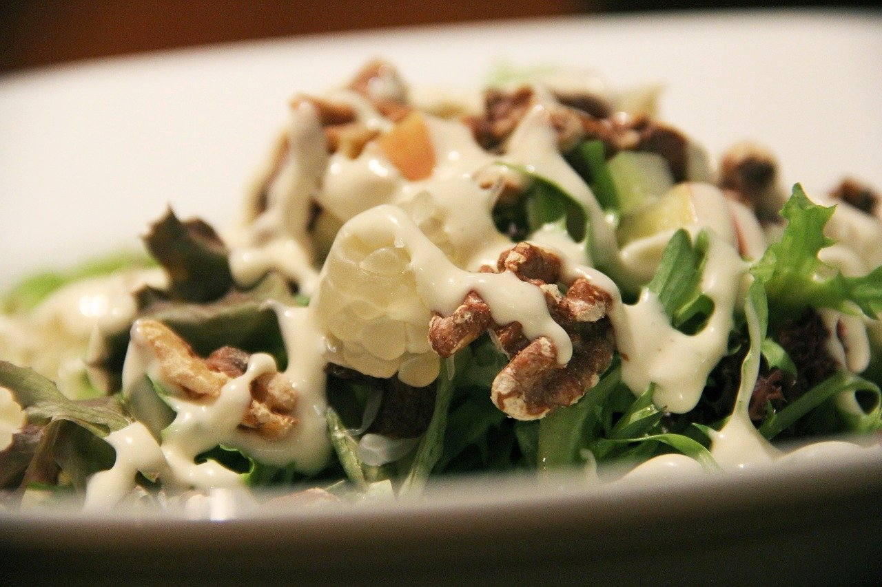 Salatdressing mit Joghurt.