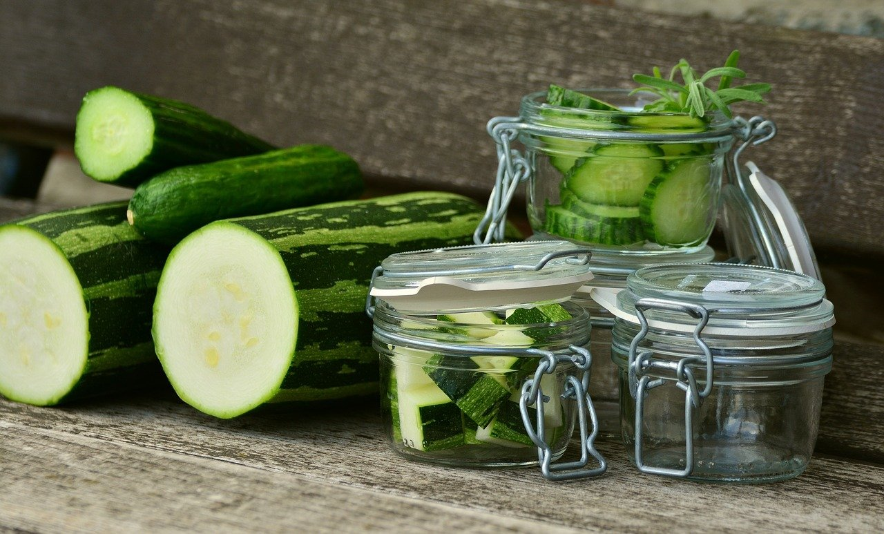 zucchini sch len warum die schale lieber dran bleiben sollte. Black Bedroom Furniture Sets. Home Design Ideas