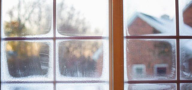 Alte, schlecht isolierte Fenster können Wärmebrücken sein.