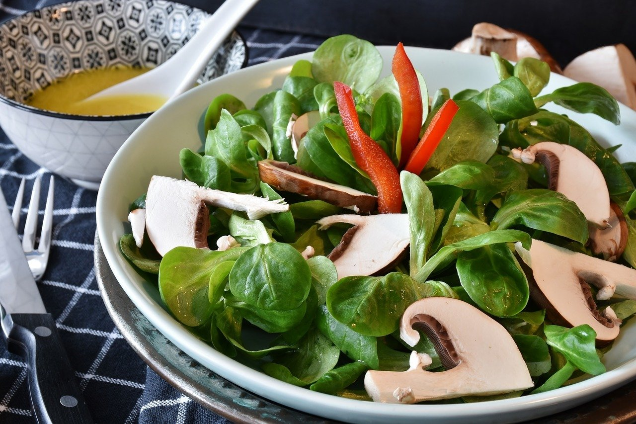 Champignons schmecken besonders lecker im Salat.