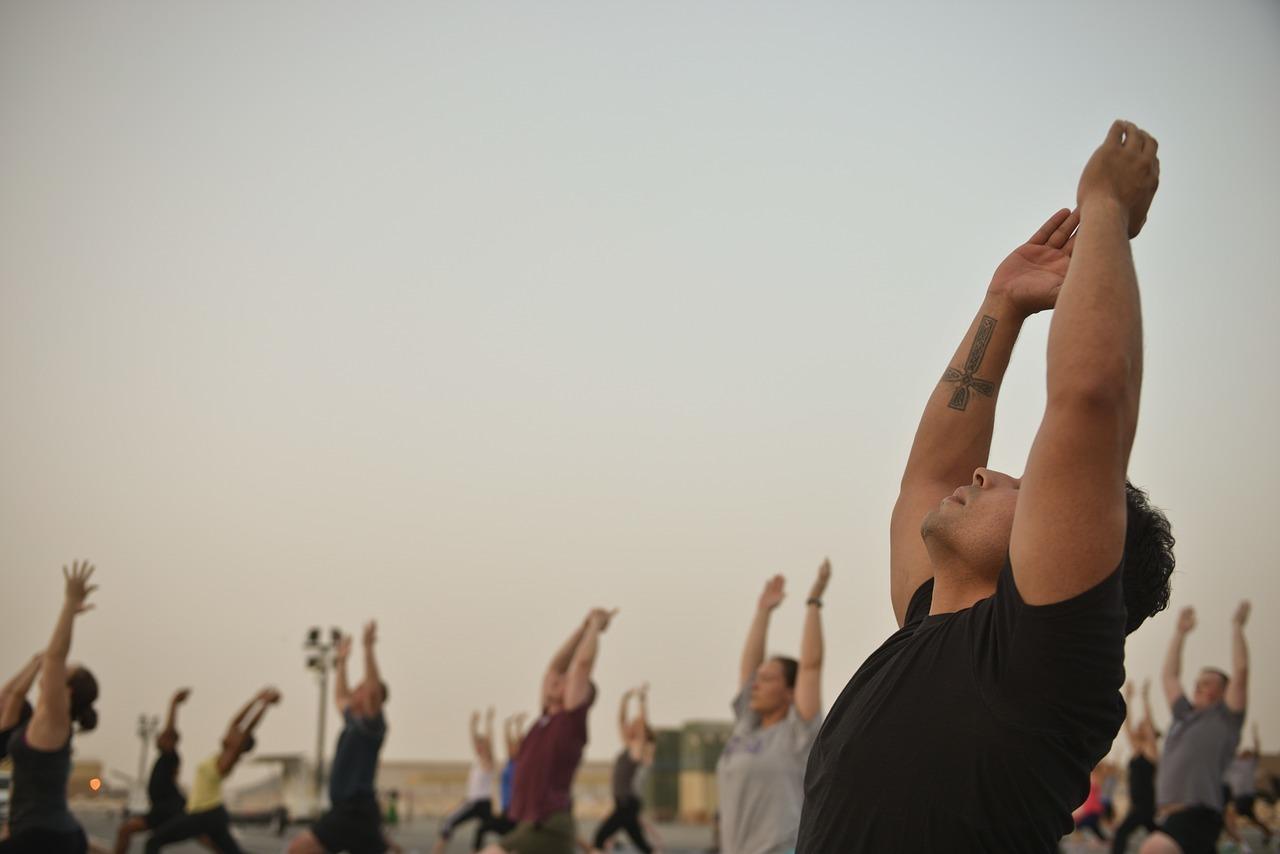Das Üben unter freiem Himmel kann dem Yoga eine ganz neue Dimension verleihen.