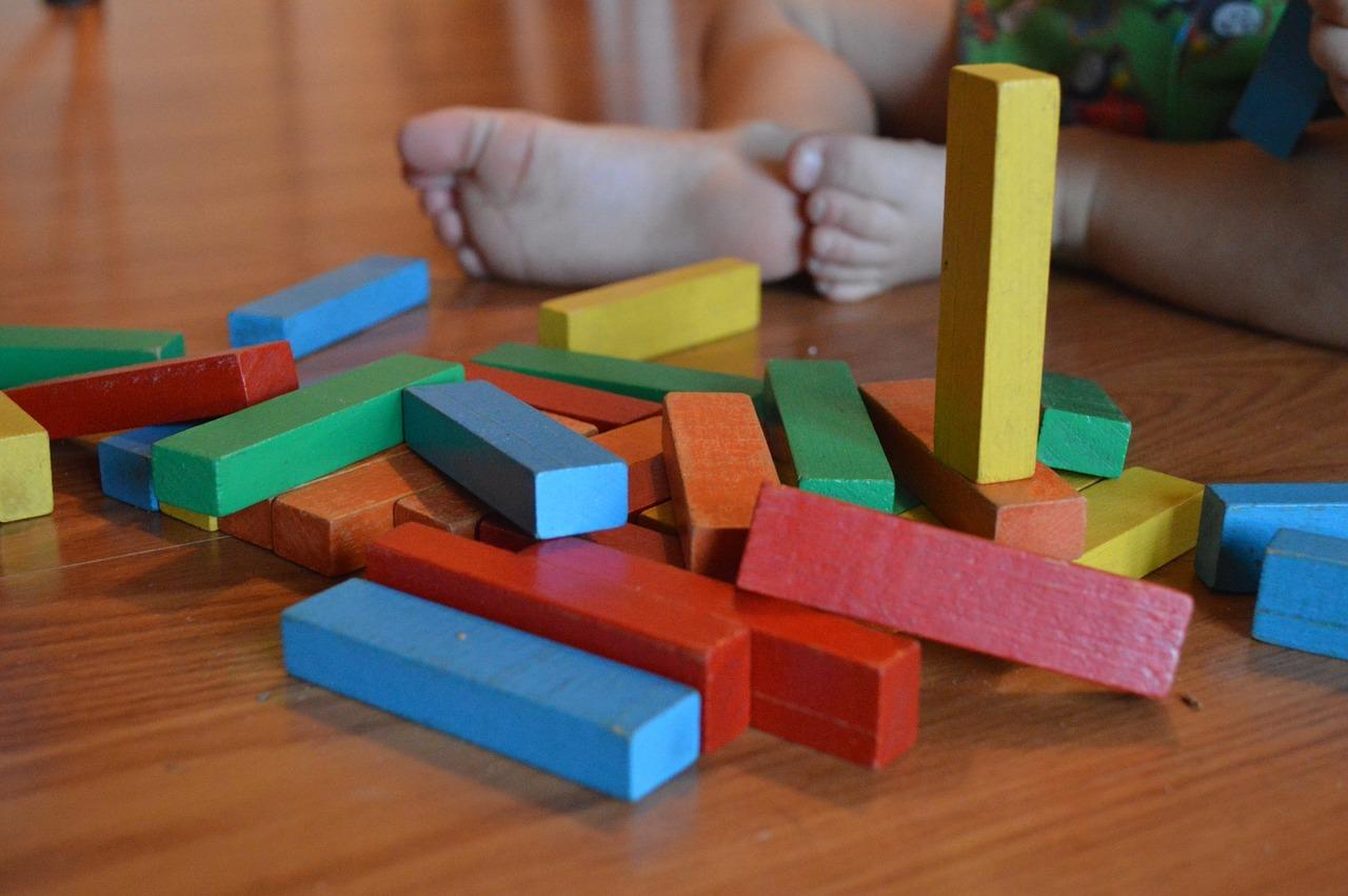 Innerhalb der Montessoripädagogik kommen unterschiedliche Materialien zum Einsatz.
