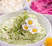 Viele fertige Brotaufstriche enthalten Verdickungsmittel, zum Beispiel Guarkernmehl.
