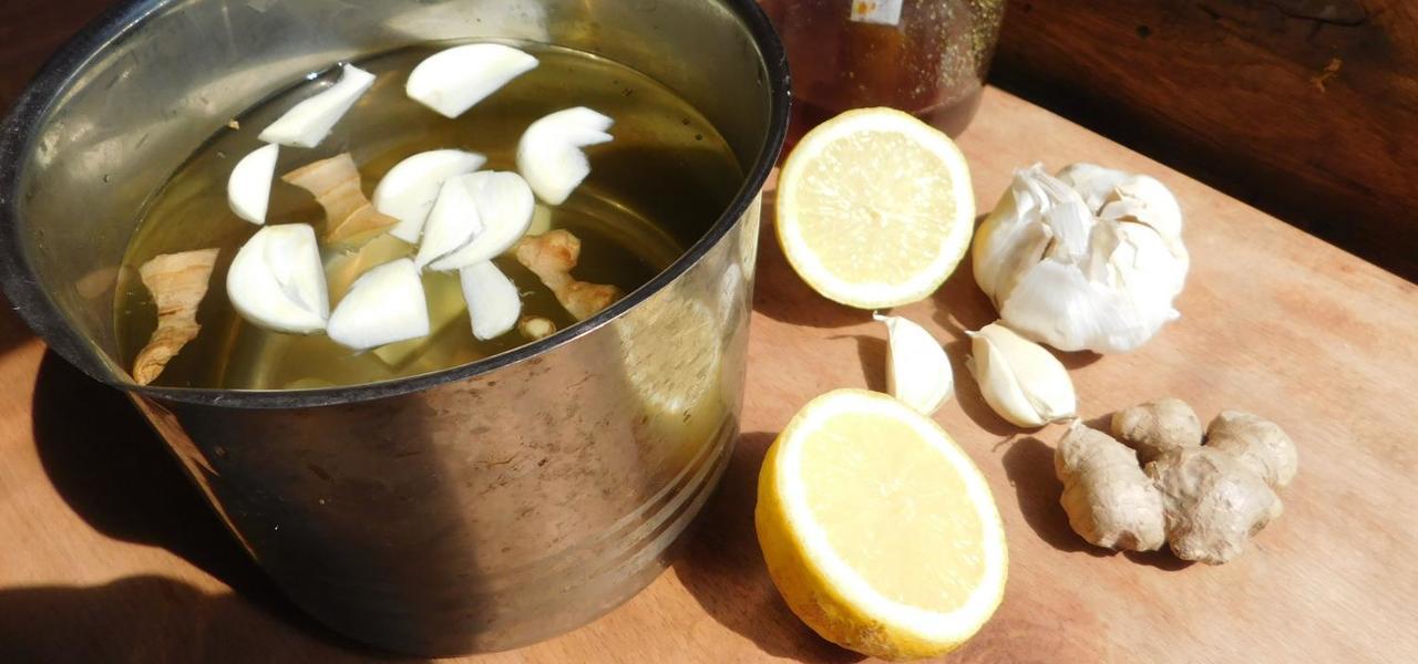 Knoblauchwasser mit Zitrone zum Abnehmen