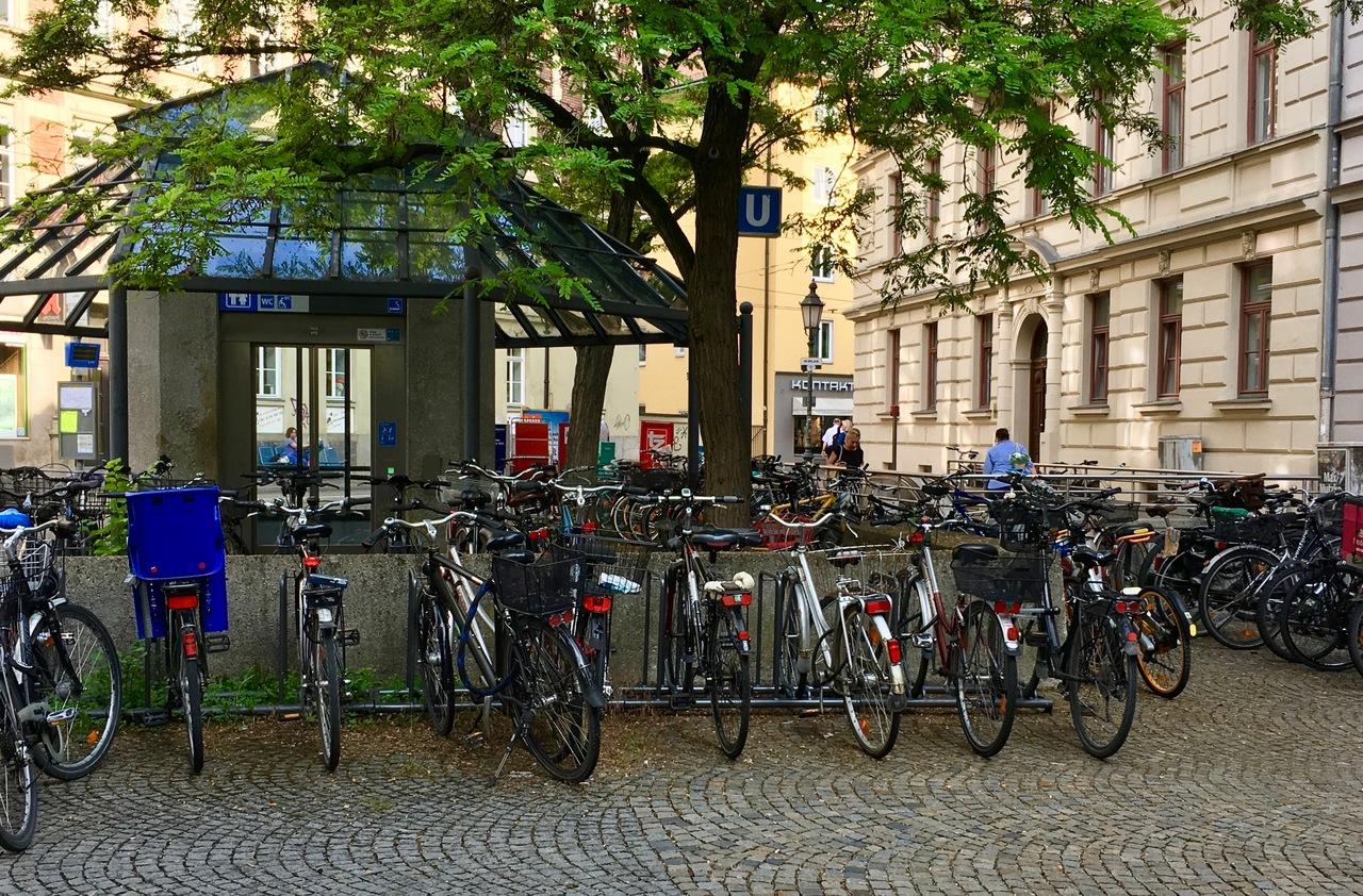 Das Fahrrad gegen Diebstahl versichern, kann auch die Hausratversicherung