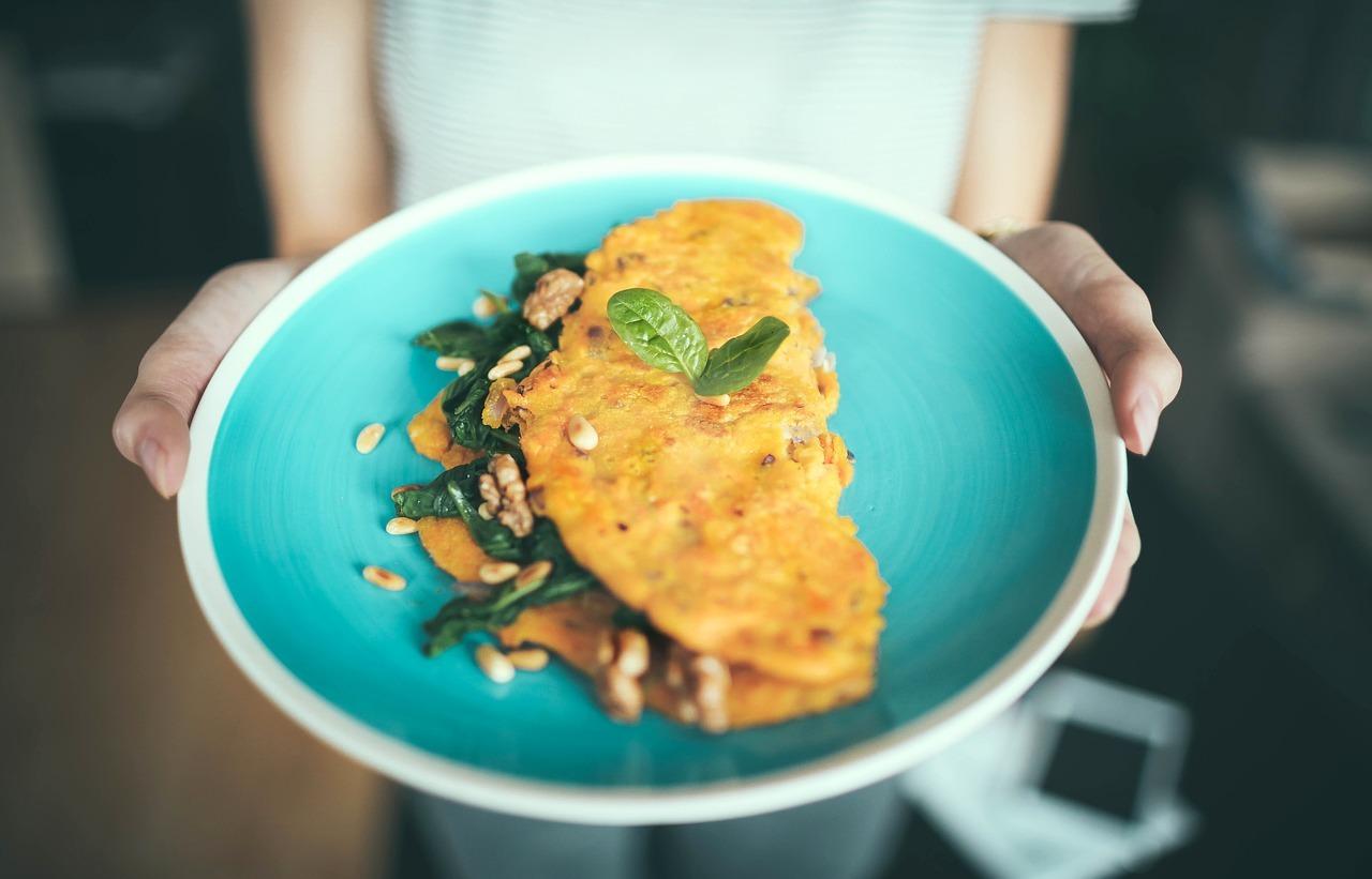 Das Omelett ist schnell zubereitet und liefert viele Proteine.