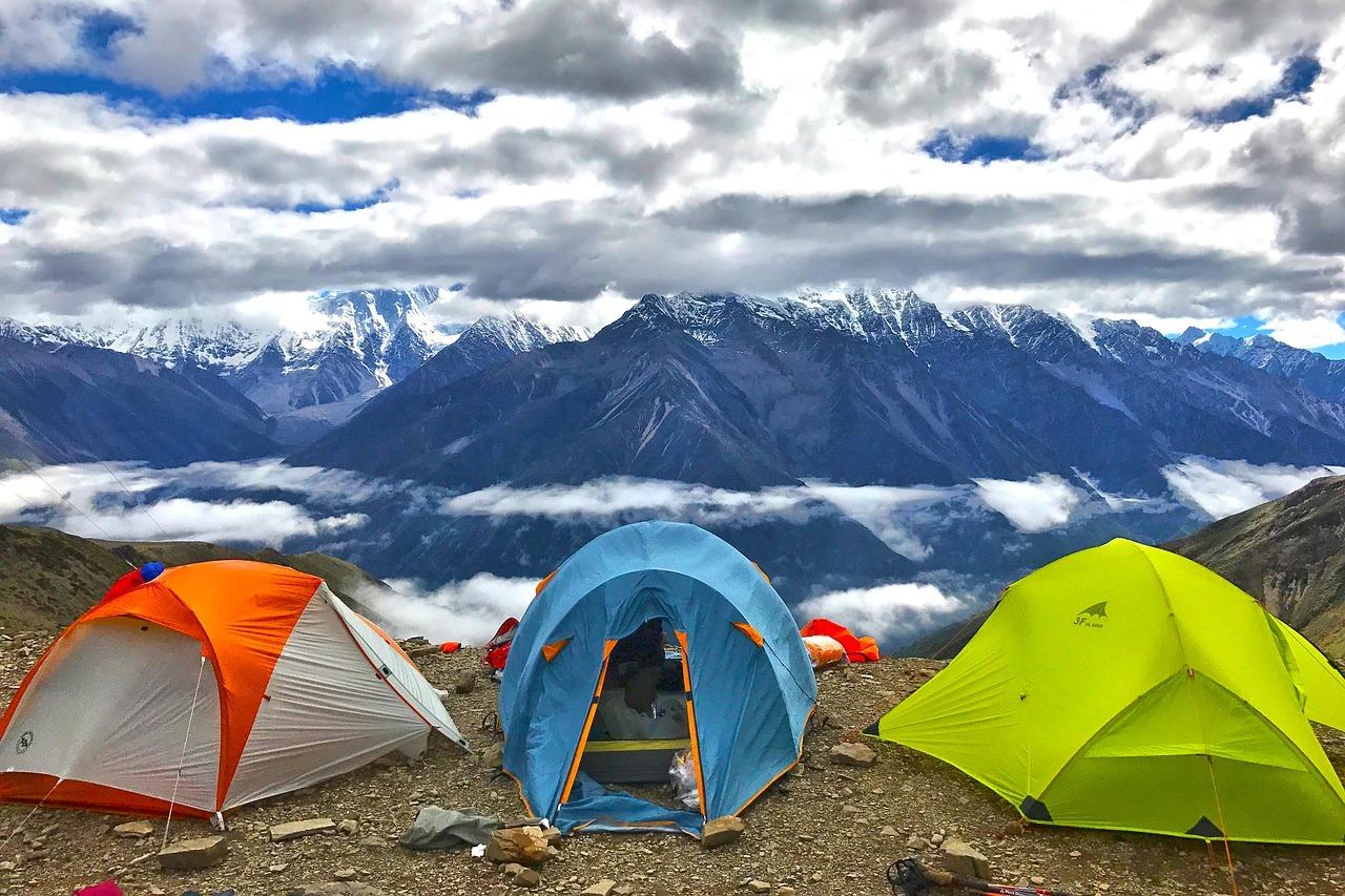 Lieber Zelten oder in die Pension?