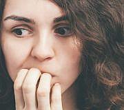 Schlechte Angewohnheiten Nägel kauen