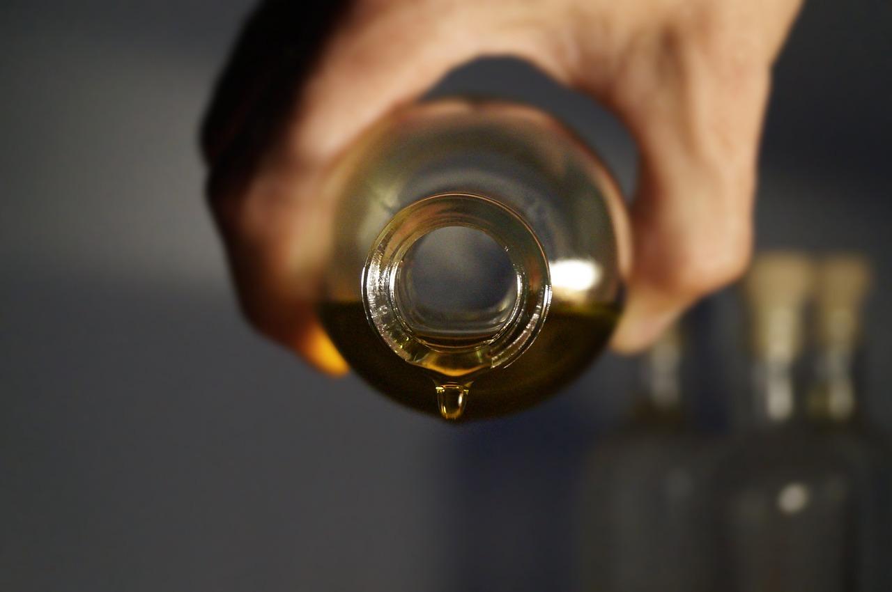 Ätherische Öle sind ein beliebter Zusatz für einen Sauna-Aufguss.