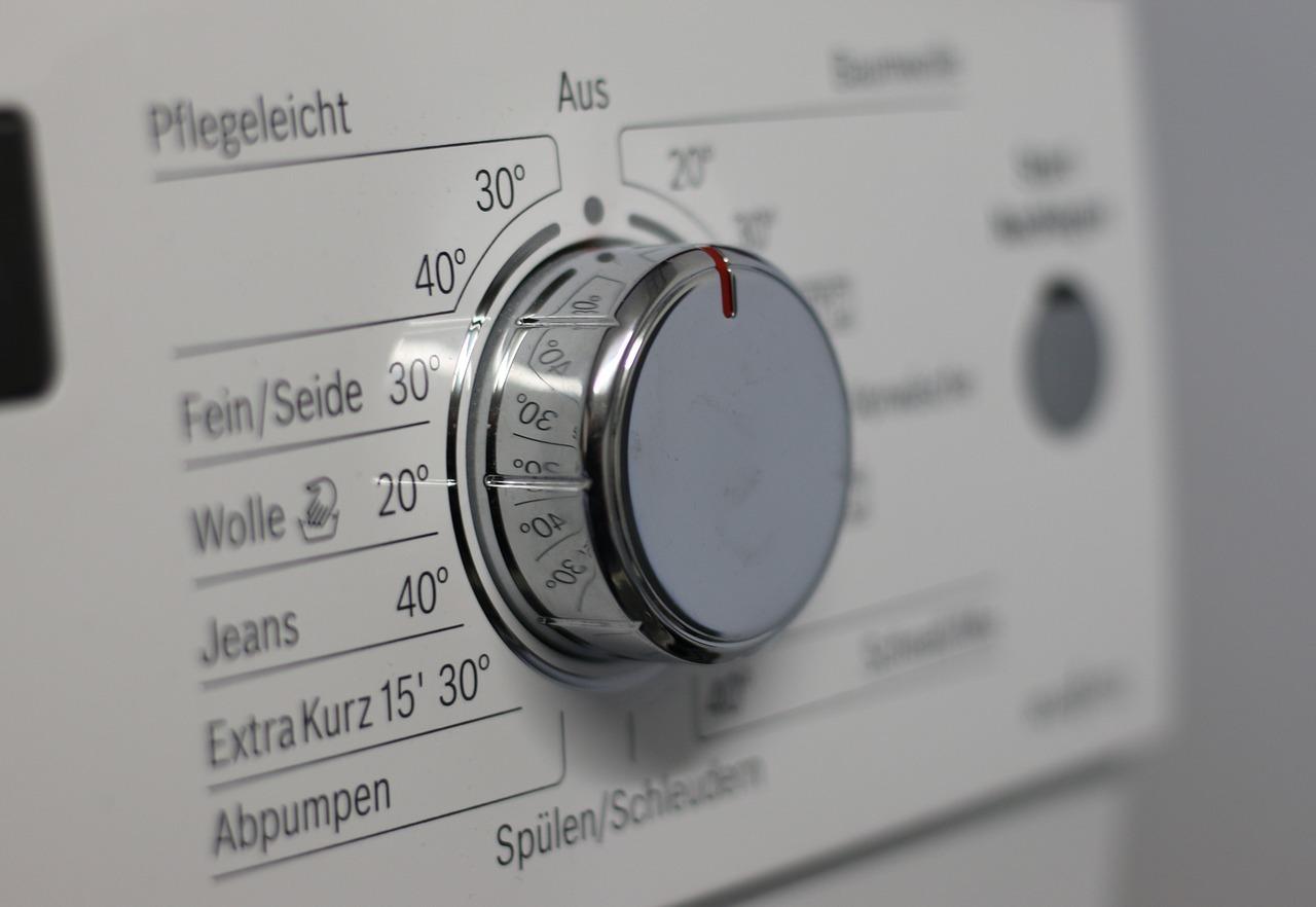 Gardinen wäschst du am besten im Feinwaschgang.