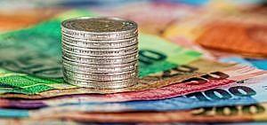 Siegel nachhaltige Geldanlagen Geld Scheine Münzen