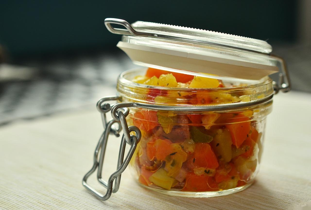 Im Grunde kannst du jedes Gemüse in Gläsern einfrieren. Tipp: Eckige Gläser sparen Platz.