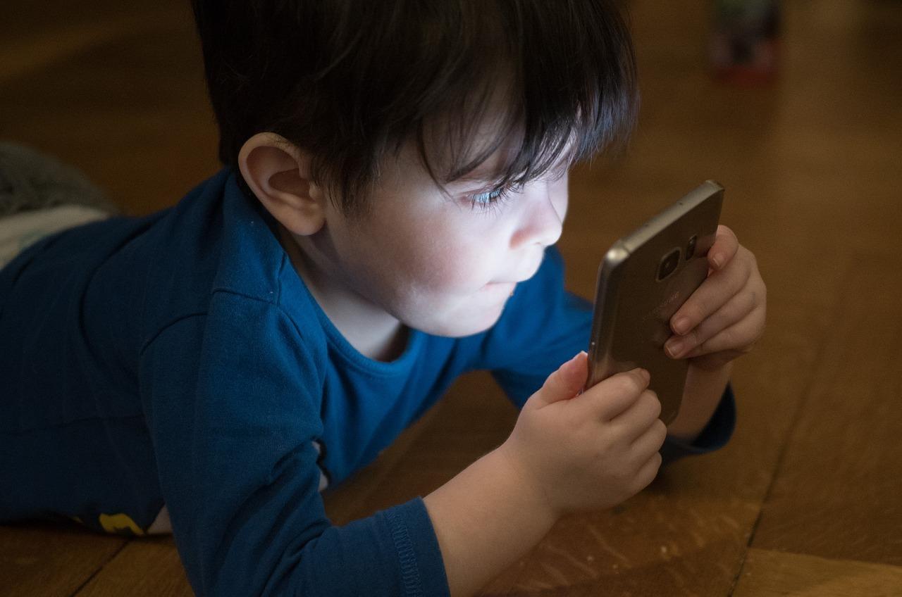 Ständig über das Handy erreichbar zu sein, kann auch zu Stress führen.