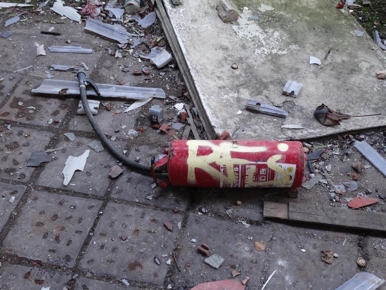 Gebrauchte Feuerlöscher solltest du in jedem Fall fachgerecht entsorgen.