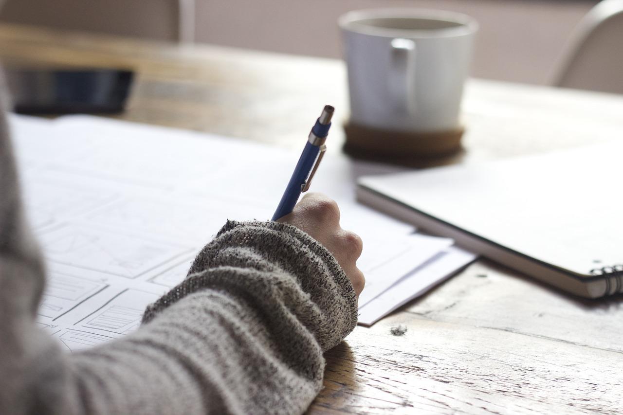 Halte deine Gedanken mit Themen auf Trab, die dich interessieren und viel Konzentration verlangen.
