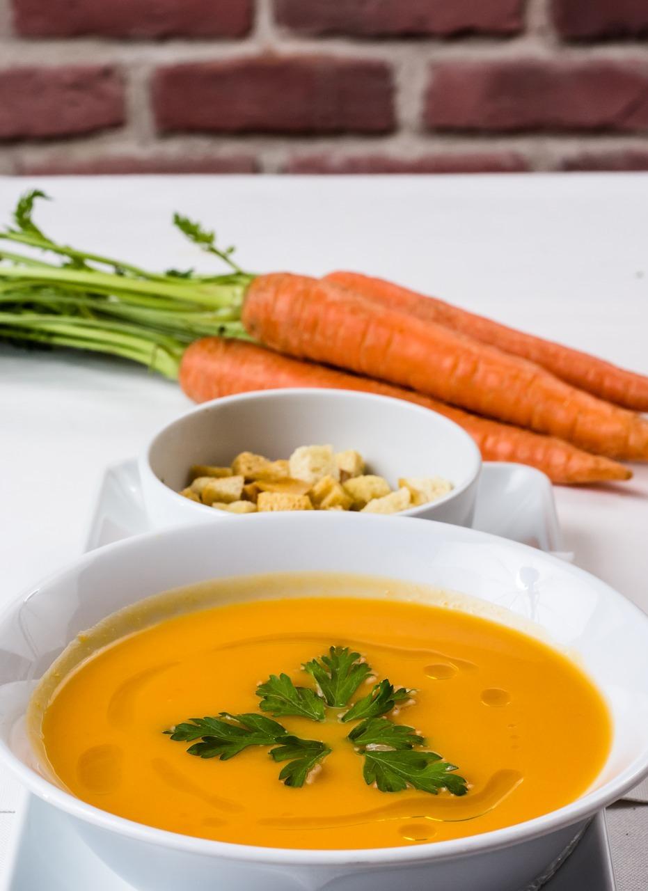Für Ingwer-Fans: Ein wenig geriebener Ingwer macht sich in der Karottensuppe hervorragend.