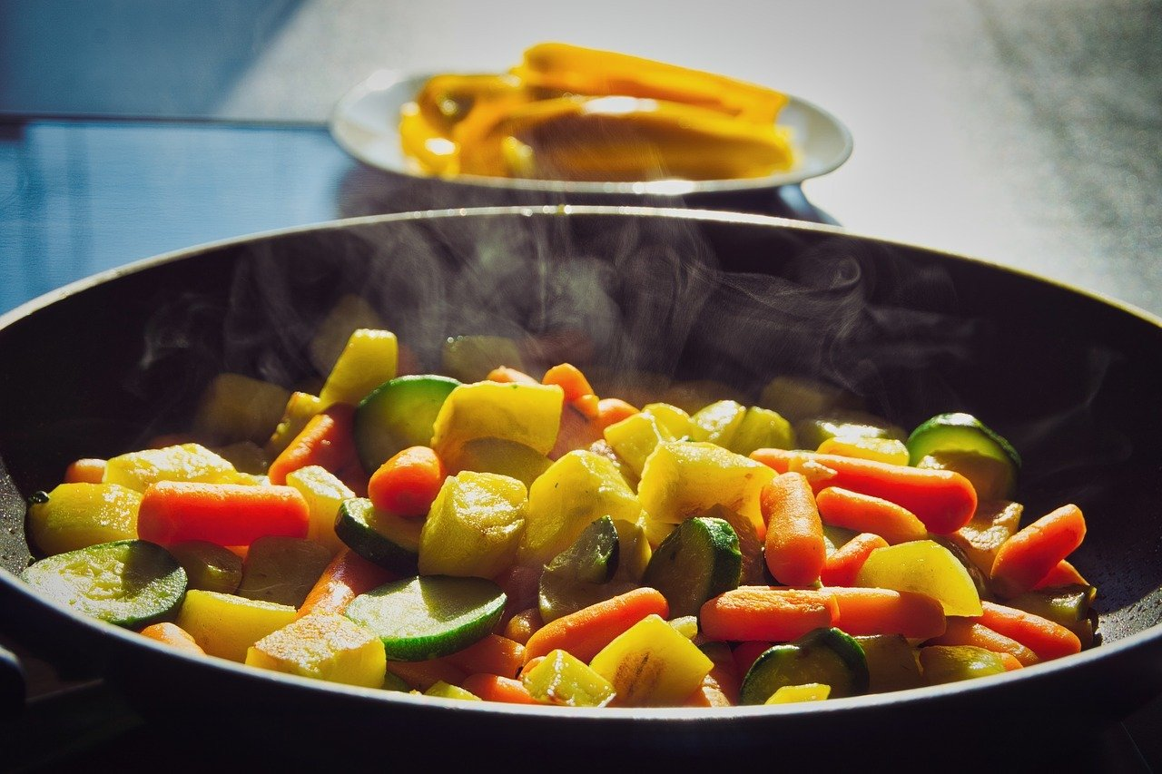 Gemüsepfanne eignet sich für jeden, denn du kannst sie ganz leicht nach deinem Geschmack anpassen und verändern.
