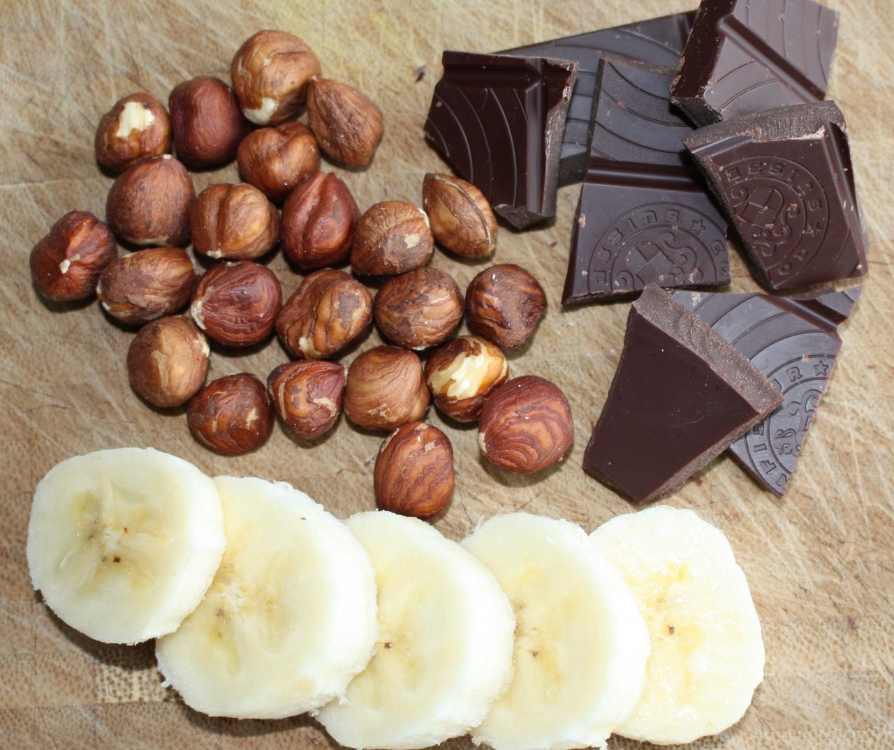Dunkle Schokolade und Haselnüsse verleihen dem Bananenquark ein intensives Nuss-Nougat-Aroma.