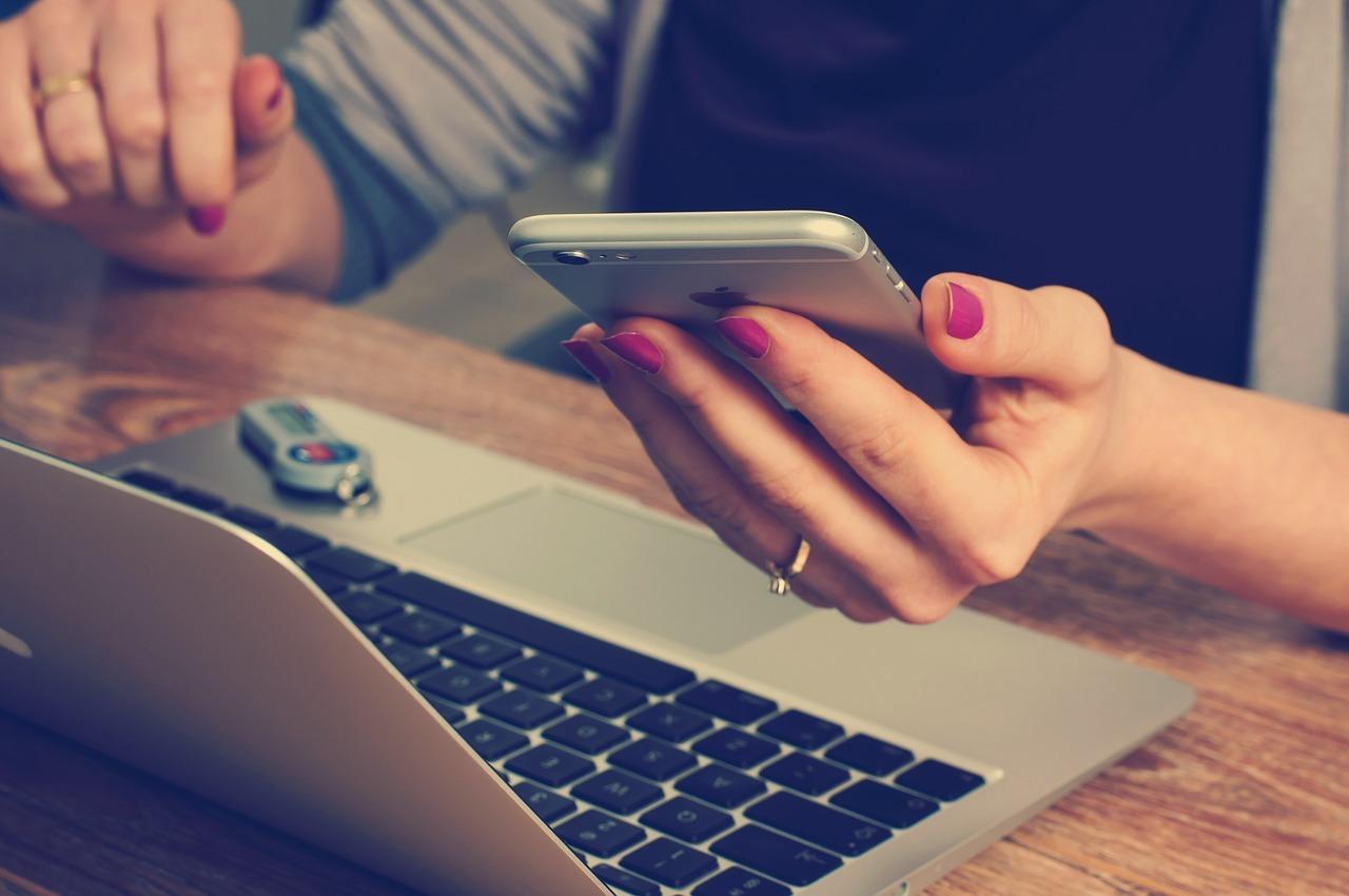 Jedes Like bei Facebook sagt mehr über uns aus - und kann die Wahl beeinflussen.