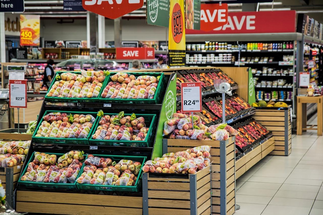 Kluge Werbestrategien verleiten uns zum Kauf von Billig-Produkten, die weder ethisch noch ökologisch vertretbar sind.